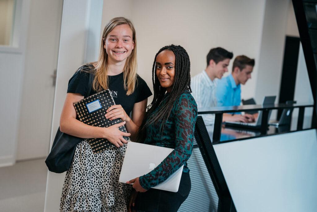 beeld twee studenten