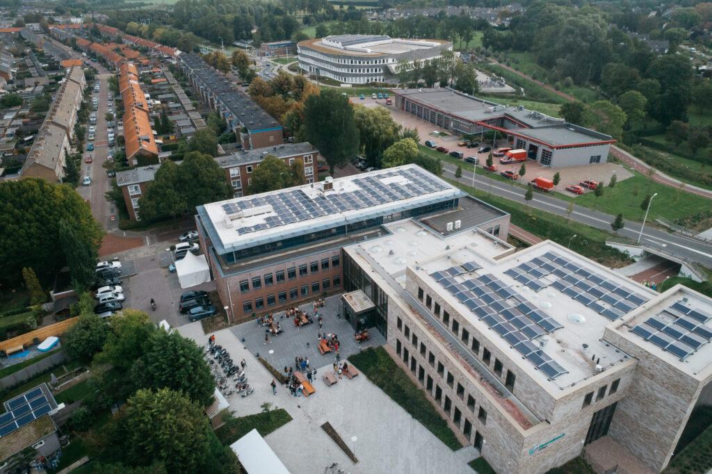 Zonnepanelen op het dak van Hoornbeeck locatie Goes