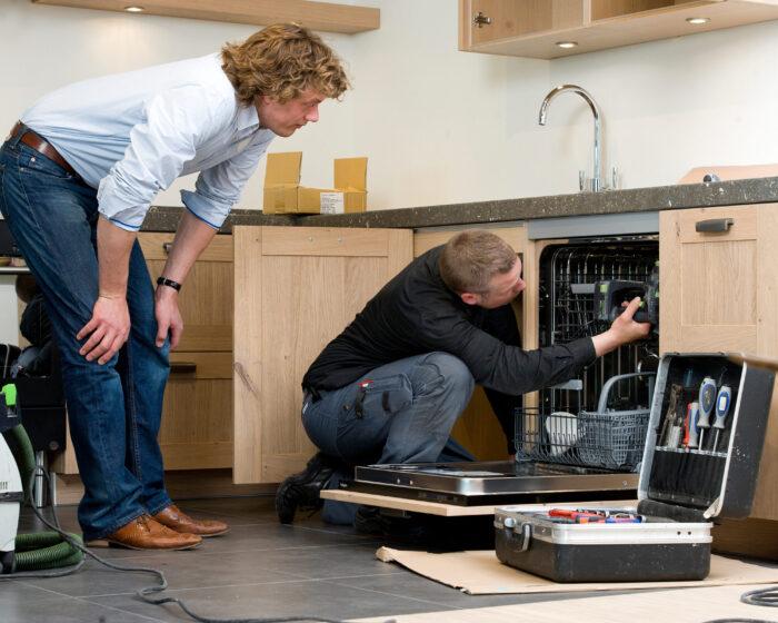 Beeld Keukenmonteur