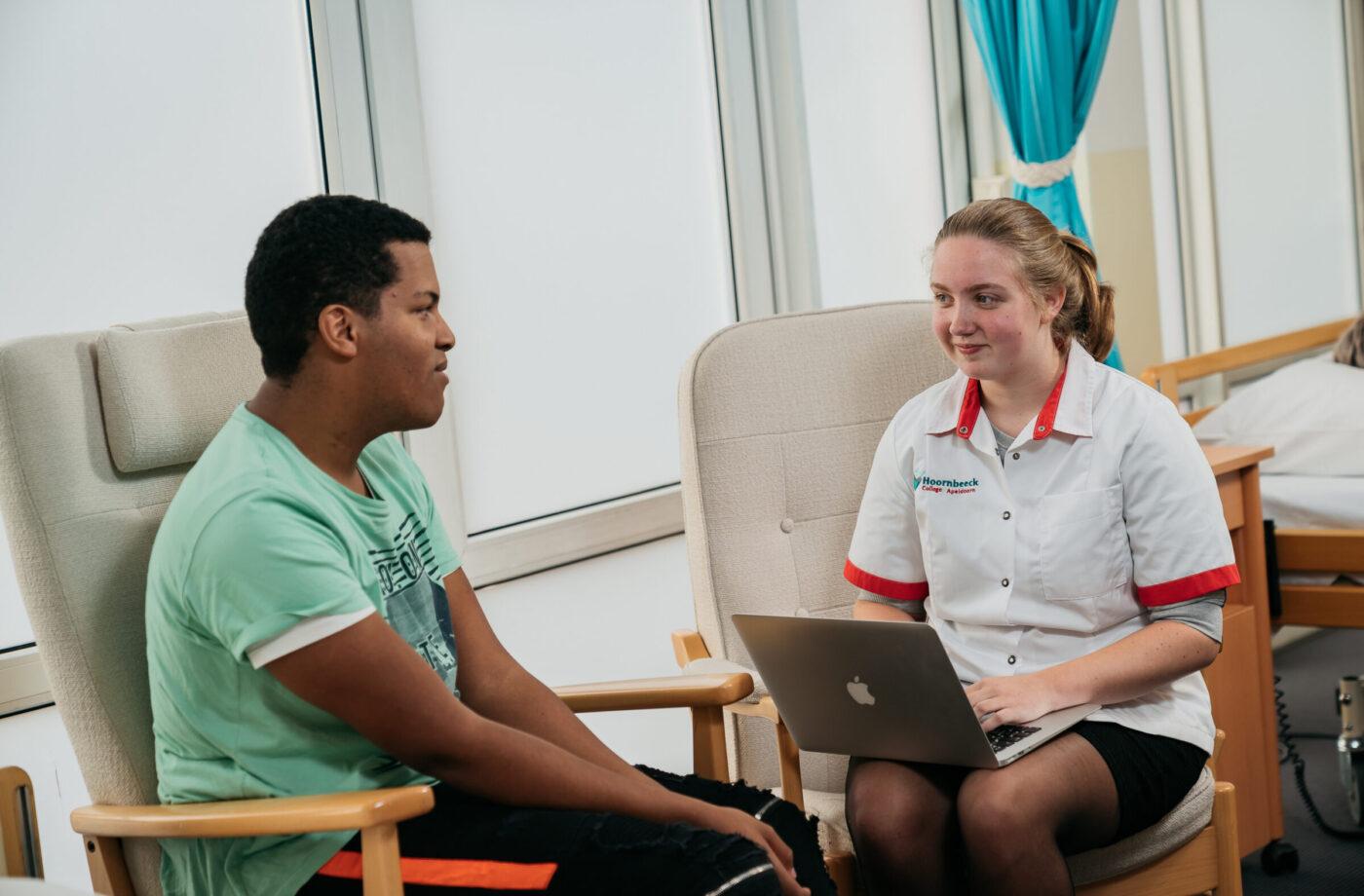 Studenten van de opleiding Helpende Zorg En Welzijn IIII